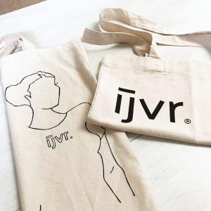 IJVR totebags, één met illustratie, één met logo