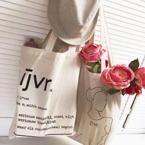 IJVR totebags, bloemen en hoed